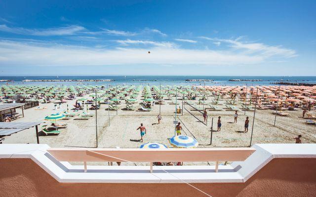 Strand vor dem Hotel Eden