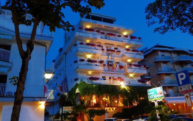 Hotel am Abend