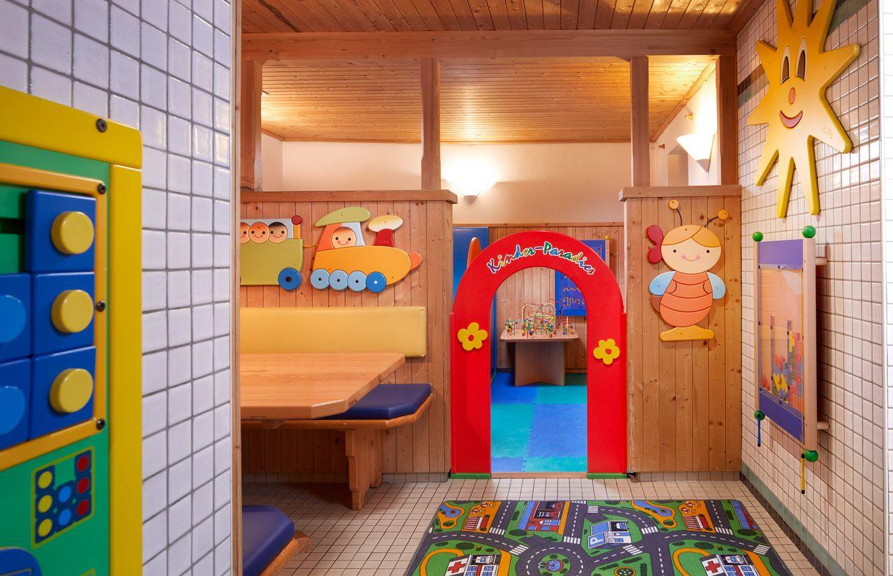 Spielzimmer, Kinderparadies
