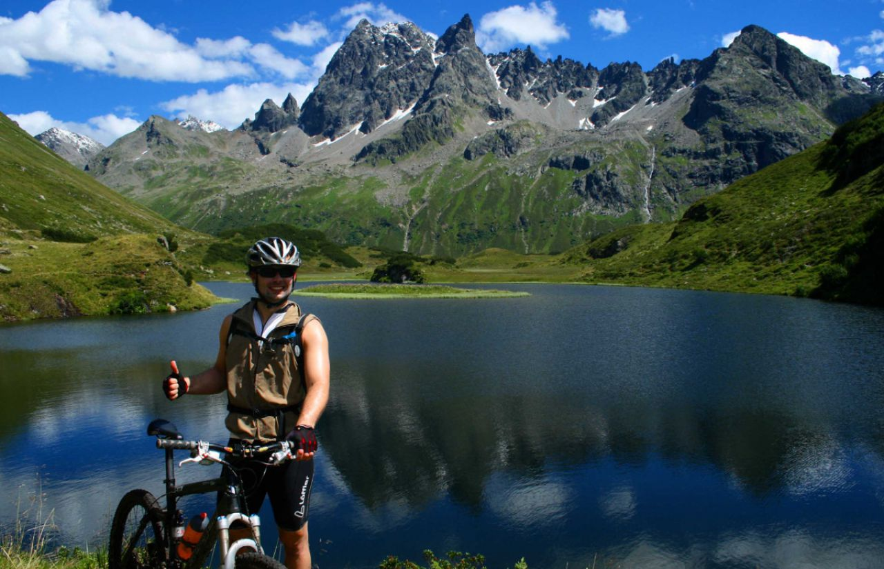 Mountainbiken am Bergsee