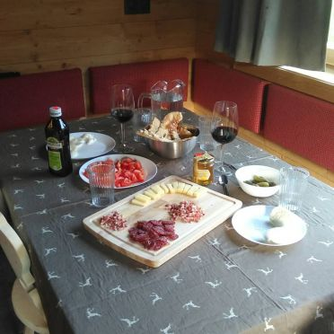 Chalets Lagaun, dining-table