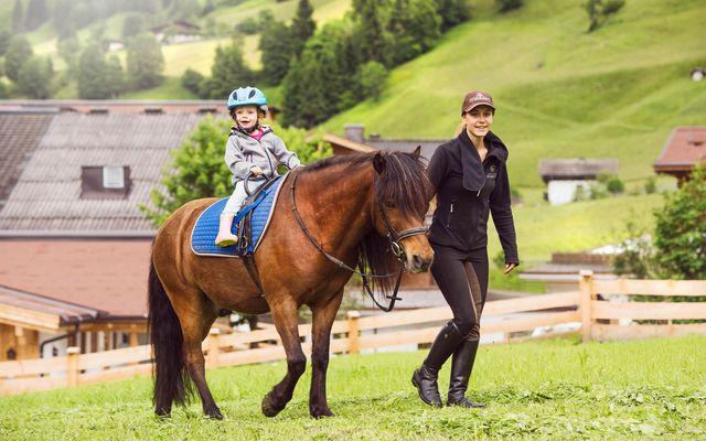Ponyspaziergang im Reitkindergarten