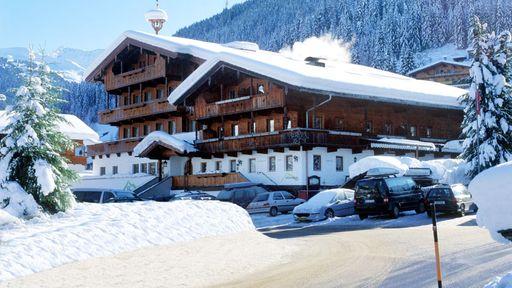 Schnee, Spaß mit der ganzen Familie im Hotel Wiedersbergerhorn im Alpbachtal!