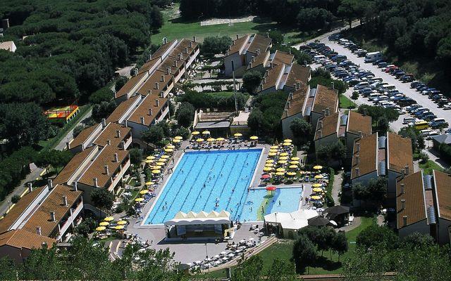 Poolbereich mit 2-Zimmer und 3-Zimmer Wohnungen