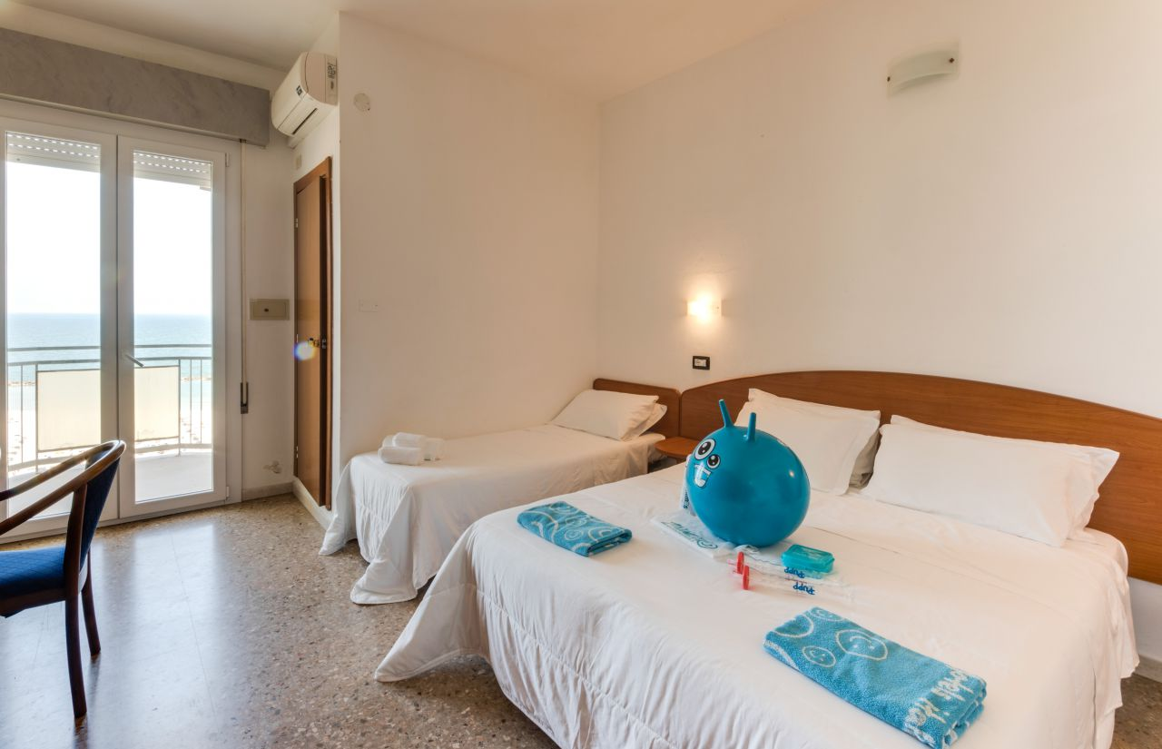 Comfort Zimmer 18mq mit Balkon frontal zum Meer