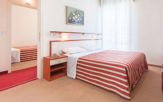 Doppelbett und separates Kinderzimmer