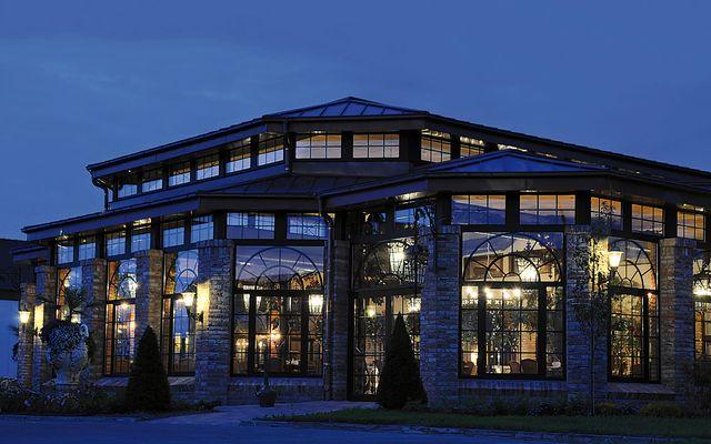 Buffet-Restaurant, großer Wintergarten bei Nacht