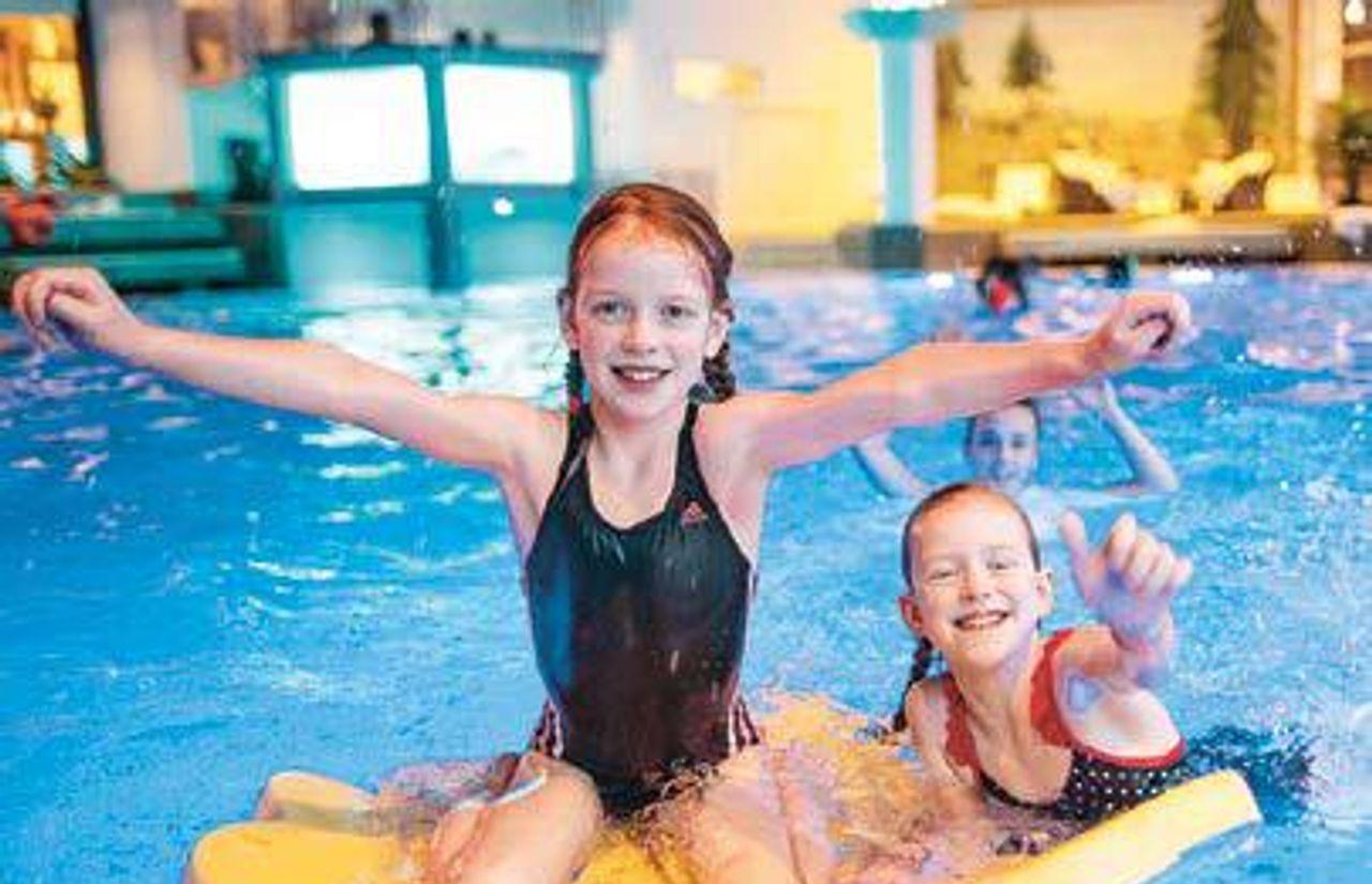 Kinderspritzstunde im Schwimmbad
