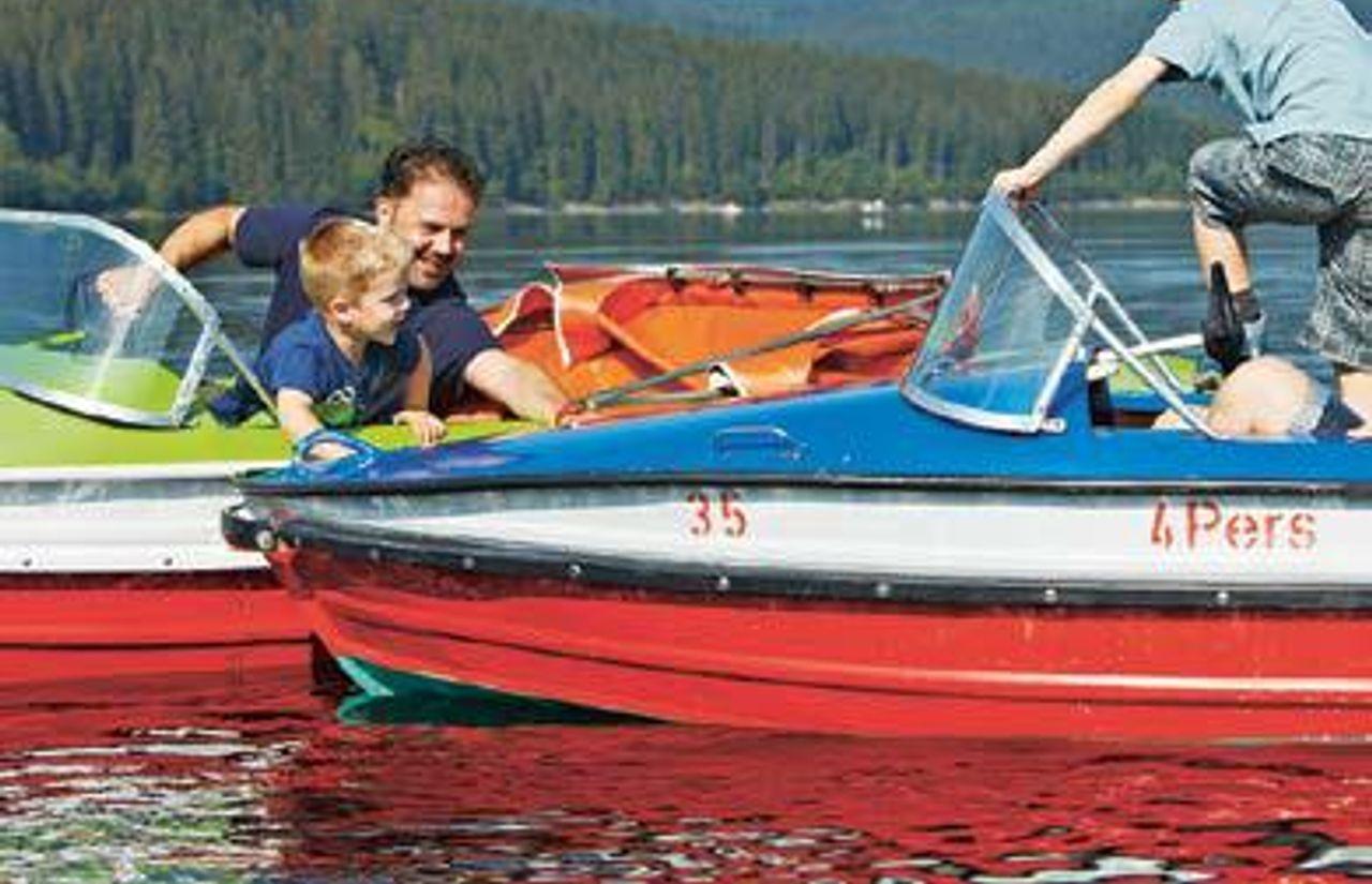 Spaß auf dem See - Der Schluchsee bietet eine ganze Reihe an schönen Möglichkeiten für Wassersport und Paddelausflüge
