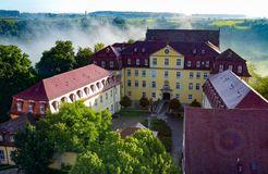 Biohotel Schloss Kirchberg:  Außenansicht von oben - Biohotel Schloss Kirchberg, Kirchberg an der Jagst, Baden-Württemberg, Deutschland
