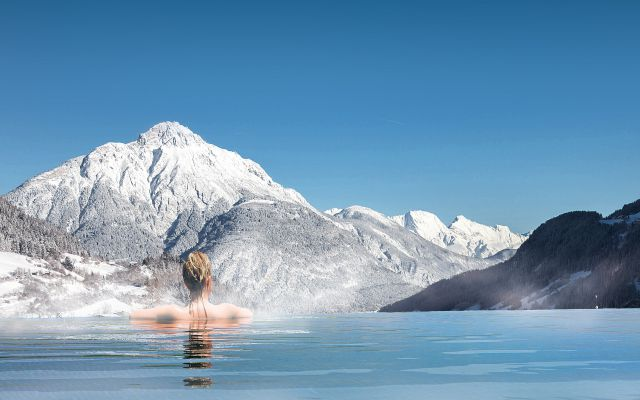 Sailer Infinity Pool Winter.jpg