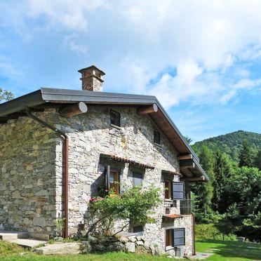 Außen Sommer 2, Rustico Alpe in Castelveccana, Castelveccana, Lago Maggiore, Lombardei, Italien