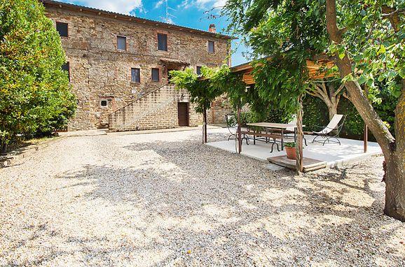 Outside Summer 1 - Main Image, Casa Salustri, Cinigiano, Maremma, Tuscany, Italy