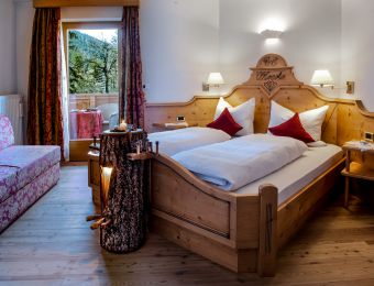 """Double Room """"Special – smell of local wood"""" - Aqua Bad Cortina"""
